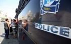 Αστυνομικός των ΜΑΤ πυροβόλησε το πόδι του ενώ βρισκόταν στην κλούβα!