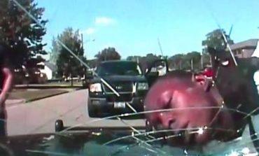 ΗΠΑ: Αστυνομικός έσπασε παρμπρίζ περιπολικού με το... κεφάλι συλληφθέντα (vid)