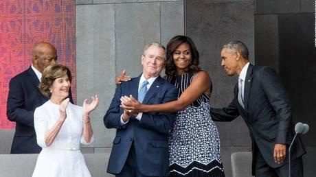 Η μυστική φιλία Τζορτζ Μπους – Μισέλ Ομπάμα