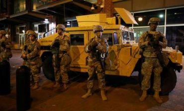Στρατός, διαδηλωτές και απαγόρευση κυκλοφορίας στους δρόμους του Σάρλοτ