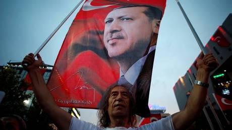 Τουρκία: Απολύθηκαν 785 υπάλληλοι του υπουργείου Εργασίας