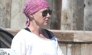 Συνεχίζει τη μάχη με τον καρκίνο η Μπρέντα του Μπέβερλι Χιλς-Πήγε για ψώνια με τον άντρα της