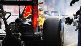 «Φωτιά» ο Χάμιλτον, στις φλόγες ο Φερστάπεν