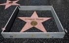 Έσπασαν με βαριοπούλα το αστέρι του Ντόναλντ Τραμπ στο Χόλιγουντ
