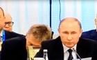 Βίντεο: Ο εκπρόσωπος του Πούτιν κοιμάται σε ομιλία του Ερντογάν
