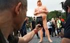 Για να πάρεις γυμνό τον Ντόναλντ Τραμπ πρέπει να δώσεις 10.000 δολάρια
