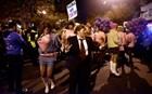 Δεκάδες drag queens ως Κλίντον και Τραμπ παρέλασαν στην Ουάσινγκτον