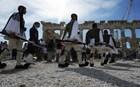 Εύζωνες στην Ακρόπολη για την 72η επέτειο απελευθέρωσης από τους Ναζί