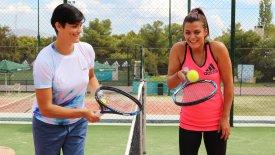Η Χριστίνα Βραχάλη μαθαίνει τένις απ' τη Λένα Δανιηλίδου (gTV)