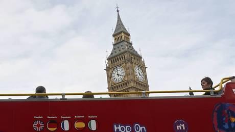 Λονδίνο: Διώροφο λεωφορείο προσέκρουσε σε γέφυρα