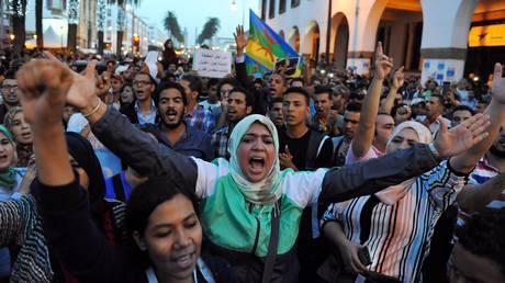 Μαρόκο: Οργή και διαδηλώσεις μετά τον θάνατο ιχθυοπώλη στο εσωτερικό απορριμματοφόρου