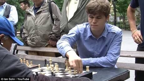 Παίζοντας σκάκι με τον παγκόσμιο πρωταθλητή…χωρίς να το ξέρεις (vid)
