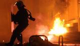 Πεδίο μάχης το Πολυτεχνείο – «Βροχή» μολότοφ, φωτιές και χημικά [vds]