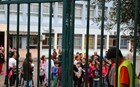 Πώς υποδέχθηκαν μαθητές και γονείς τα προσφυγόπουλα στα σχολεία