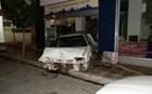 Σταθμευμένο αυτοκίνητο… εισέβαλε σε κατάστημα!