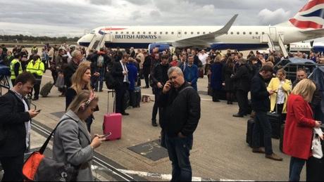 Συναγερμός στο αεροδρόμιο London City – Τι μεταδίδει ο Μιχάλης Κοσμίδης