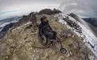 Τόλμη και θέληση: Παραπληγικός ανέβηκε στην κορυφή του Ολύμπου