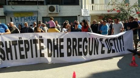 Χειμάρρα: συγκέντρωση διαμαρτυρίας ομογενών για την κατεδάφιση των σπιτιών τους (vid)