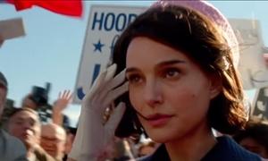 Σα να γεννήθηκε γι' αυτό: H Natalie Portman είναι η… απόλυτη Τζάκι Κένεντι