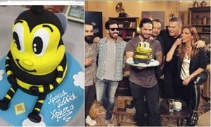 ΦΩΤΟ και ΒΙΝΤΕΟ: Η τούρτα- έκπληξη στον Μάστορα στα γυρίσματα του «Rising Star»-Είχε γενέθλια!