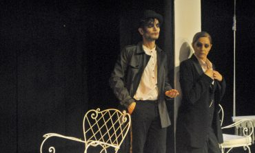 """Πρεμιέρα για την """"Ψευτουπηρέτρια"""" με τη Βίκυ Κουλιανού στο θέατρο Βαφείο"""