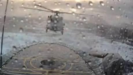 Εντυπωσιακή προσπάθεια πιλότου να προσγειωθεί σε πλοίο εν μέσω καταιγίδας (vid)