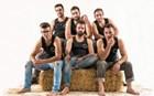 Σέξι αγρότες από τα Φάρσαλα ποζάρουν σε ημερολόγιο