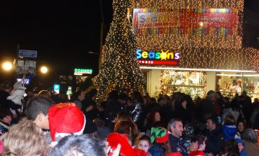 Λαμπερή γιορτή στο άναμα του Χριστουγεννιάτικου δέντρου στη Νέα Ερυθραία 9/12