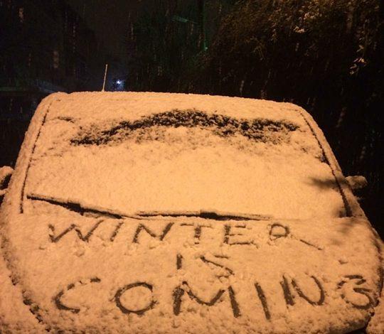 Έντονη χιονόπτωση στα βόρεια προάστια. Φωτορεπορταζ.