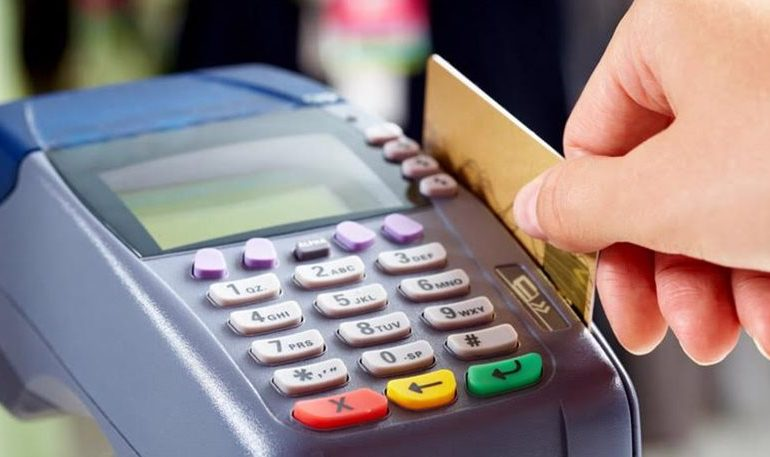 Αφορολόγητο μόνον με κάρτες και πλαστικό χρήμα για συναλλαγές άνω των 500ε