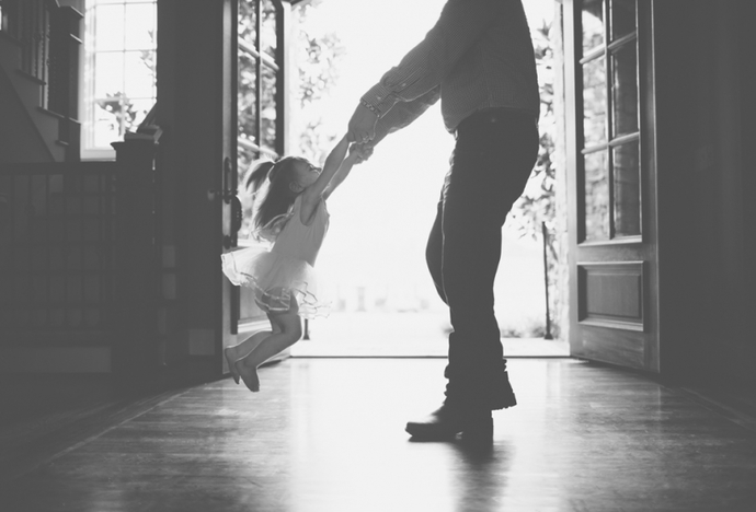 Tα Χριστούγεννα της κόρης χωρίς τον μπαμπά της..