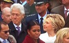 ΒΙΝΤΕΟ: Τι κοιτάζει ο Μπιλ Κλίντον και... δαγκώνεται;