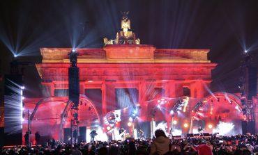 Ήρεμη και τεράστια, αν και μικρότερη από άλλες χρονιές, η πρωτοχρονιάτικη εκδήλωση στo Βερολίνο