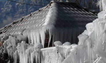 Στον πάγο η χώρα