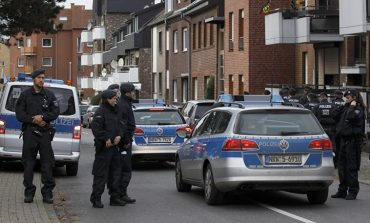 Γερμανία: Πατέρας έσωσε την κόρη του και «έσπασε» στο ξύλο τον Σύρο βιαστή