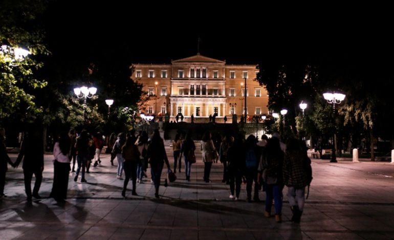 Ανάλυση Reuters: Ο παράλογος πόλεμος κυβέρνησης – πιστωτών απειλεί την Ελλάδα με χρεοκοπία