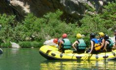 Η Ελένη Μενεγάκη άφησε την Κηφισιά και πήγε για rafting στο Βοϊδομάτη.