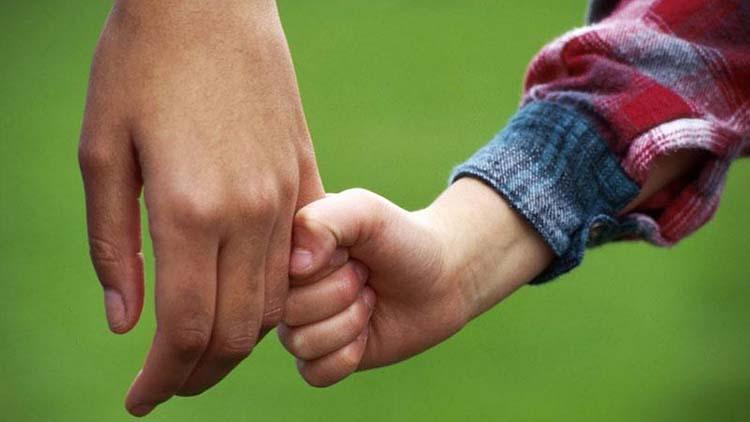 H επιμέλεια των παιδιών και στους 2 γονείς. Γιατί μείναμε πίσω