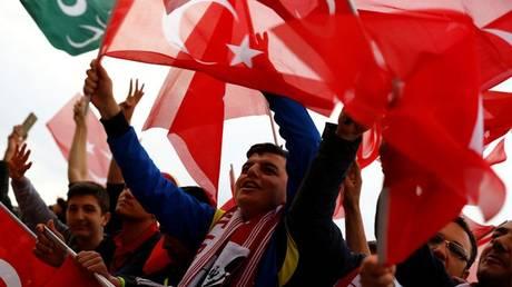 Αναταραχή στη Γερμανία από τις ψήφους στο τουρκικό δημοψήφισμα