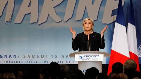 Γαλλία: «Ολιγαρχικό κουρέλι» η σημαία της Ε.Ε. για το κόμμα της Λεπέν