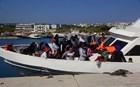 Διακινητές άφησαν 15 πρόσφυγες σε παραλία της Μυκόνου