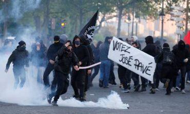 Εκλογές Γαλλία: Συγκρούσεις ανάμεσα σε διαδηλωτές και αστυνομικούς στο Παρίσι (pics&vid)