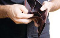 Η έλλειψη ρευστότητας «πνίγει» την πραγματική οικονομία