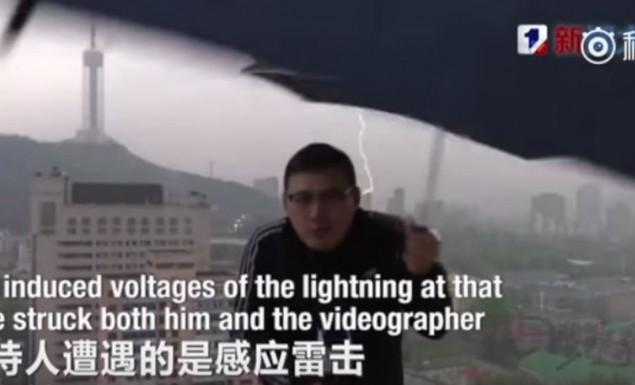 Μετεωρολόγος «κεραυνοβολείται» σε ζωντανή μετάδοση εν μέσω καταιγίδας (vid)