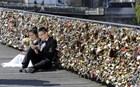 Παρίσι: Τα λουκέτα της αγάπης βγαίνουν τώρα στο σφυρί!