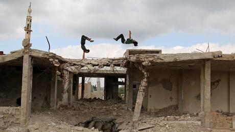 Συρία: Παρκούρ στα συντρίμμια του εμφυλίου