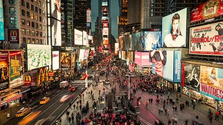 Τάιμς Σκουέαρ: Εγκαινιάστηκε η επανασχεδιασμένη πλατεία της Νέας Υόρκης
