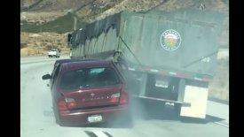 Φορτηγό έσυρε αυτοκίνητο για έξι χιλιόμετρα (vid)