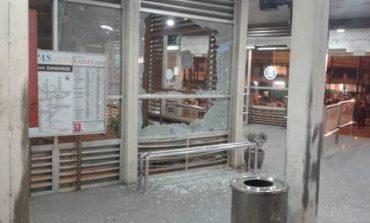 Έκρηξεις σε τερματικό σταθμό λεωφορείων στη Τζακάρτα (pics)