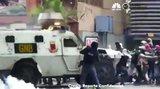 Βίντεο σοκ: Θωρακισμένο όχημα πατά διαδηλωτές στο Καράκας! [vds]
